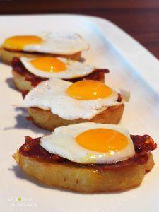 Canape Patata confitada chorizo y huevo de codorniz